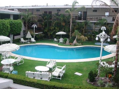 Hotel la estancia tapat a hoteles econ micos en for Hoteles con piscina en guadalajara