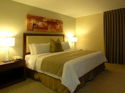 Hotel antarisuite valle hoteles economicos en monterrey for Recamaras economicas en monterrey